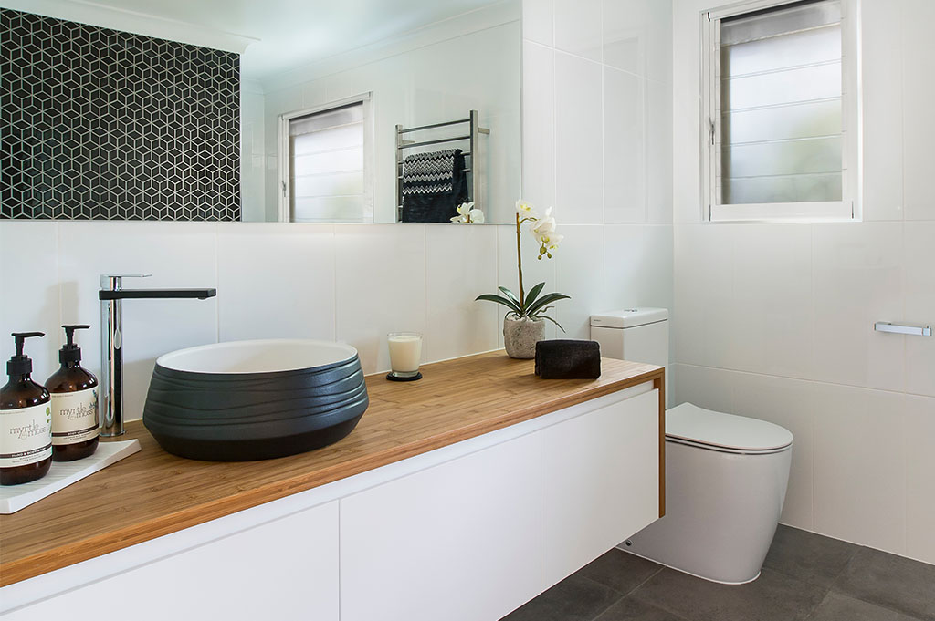 Bathroom Renovation Brisbane With White Colour Modern Style Toilet Seat & Sink Bench